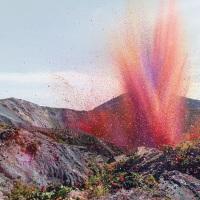 Quand un volcan se met à cracher des pétales de fleurs