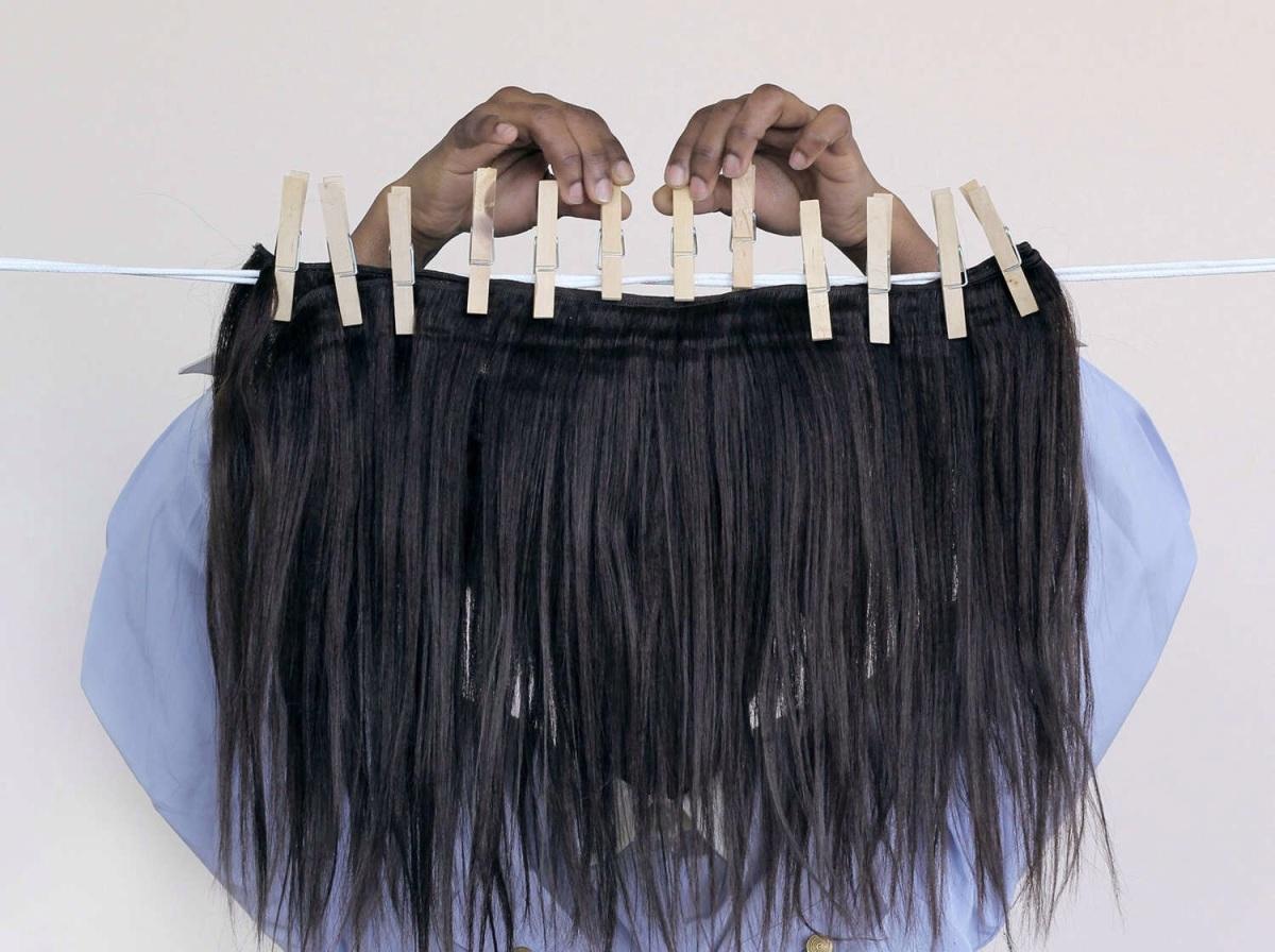 Nakeya Brown tilte sur les cheveux des blacks