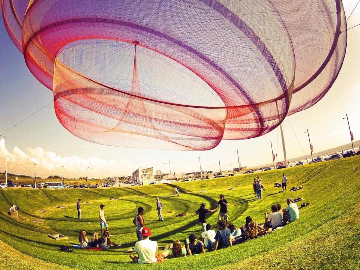 Les sculptures futuristes et aériennes de Janet Echelman
