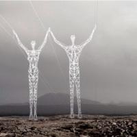 Les piliers électriques en forme d'hommes de fer géants d'Islande