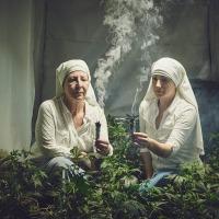 Au nom de la weed, de la vie et du Saint Esprit avec des bonnes soeurs uniques